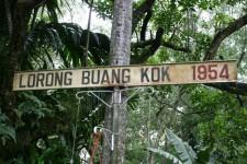 Exploring Kampung Lorong Buangkok with fellow Photoblogger